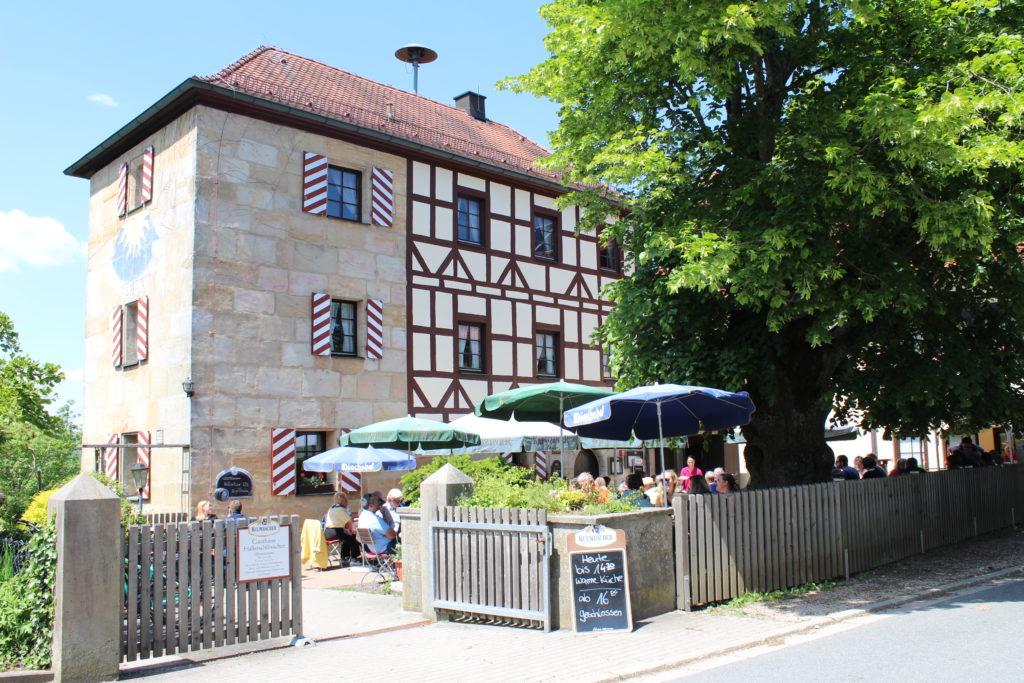 Einkehrmöglichkeit Gasthaus Hallerschlösschen in Nuschelberg an der Biberbachschlucht